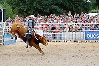 Festival West Country.<br /> Rodeo - Bronc Riding : La monte du cheval sauvage