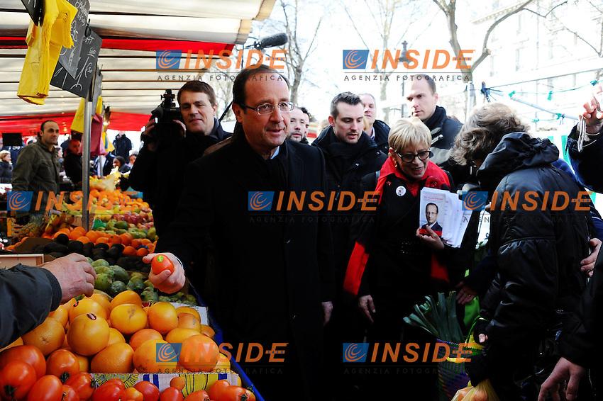 Visite de Francois Hollande sur un marche a la Bastille .Parigi 19/2/2012.Visita del candidato socialista alle elezioni presidenziali 2012 ad un mercato nel quartiere Bastille..Foto Insidefoto / Christian Liewig / FEP / Panoramic.ITALY ONLY