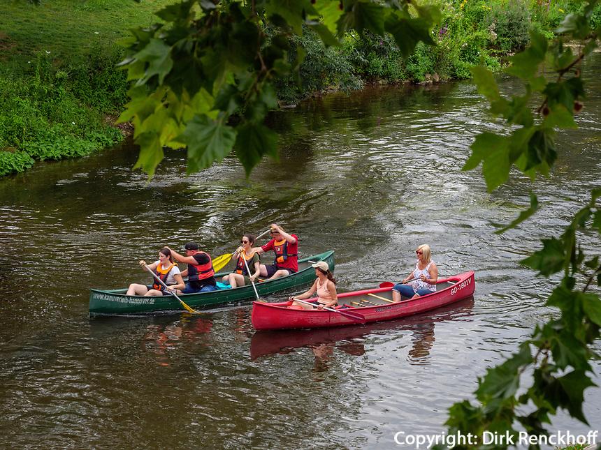 Kanufahren auf der Leine bei der Roßmühle, Hannover, Niedersachsen, Deutschland, Europa<br /> canoeing on river Leine near Roßmühle in Hanover, Lower Saxony, Germany, Europe
