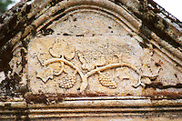 A stone carving on a portico showing a vine with bunches of grapes and leaves leaf Entre-deux-Mers Bordeaux Gironde Aquitaine France