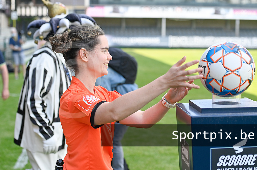 referee Irmgard Van Meirvenne pictured during a female soccer game between Eendracht Aalst and Racing Genk on the 10 th and last matchday of play off 2 of the 2020 - 2021 season of Belgian Scooore Womens Super League , Saturday 29 st of May 2021  in Aalst , Belgium . PHOTO SPORTPIX.BE | SPP | DAVID CATRY