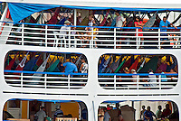 Navegaçao fluvial. Barco de transporte de passageiros em Manaus. Amazonas. 2009. Foto de Ana Druzian.