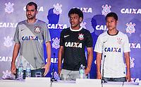 ATENCAO EDITOR FOTO EMBARGADA PARA VEICULO INTERNACIONAL - APRESENTACAO DE PATROCINADOR  CORINTHIANS - Os jogadores (E/D) Danilo, Romarinho e Zizao durante apresentacao na manha desta terça-feira no Museu do Futebol os novos uniformes que o Corinthians passará a usar a partir do jogo contra o Santos, neste sabado (24), no estadio do Pacaembu com novo patrocinador que fechou contrato ate dezembro de 2014, a Caixa Economica Federal estampara a camisa do Corinthians durante o Mundial de Clubes da FIFA, no Japao, em dezembro. FOTO: WILLIAM VOLCOV - BRAZIL PHOTO PRESS.