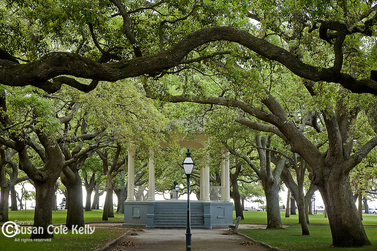 White Point Gardens in The Battery district,  Charleston, SC, USA