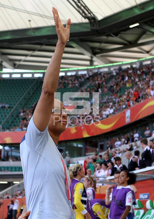 Wolfsburg , 270611 , FIFA / Frauen Weltmeisterschaft 2011 / Womens Worldcup 2011 , Gruppe B  ,  ..England - Mexico ..Trainerin Hope Powell (England)  ..Foto:Karina Hessland ..