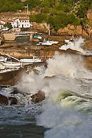 Europe/France/Aquitaine/64/Pyrénées-Atlantiques/Pays-Basque/Biarritz:  Le Port des Pëcheurs, par gros temps