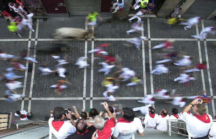 Participants run with Victorino Martin fighting bulls during the last day San Fermin bull run, 14 July 2007, in Iruña-Pamplona.    .SAN FERMIN BULL RUN IRUÑA BASQUE COUNTRY ANDER GILLENEA