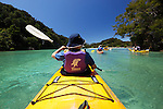 New Zealand, South Island, Nelson region, Abel Tasman National Park: Kayaking in Frenchman's Bay | Neuseeland, Suedinsel, Region Nelson, im Abel Tasman National Park: Kajakfahrt in der Frenchman's Bay