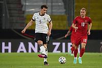 Mats Hummels (Deutschland Germany) gegen Christian Eriksen (Dänemark, Denmark) - Innsbruck 02.06.2021: Deutschland vs. Daenemark, Tivoli Stadion Innsbruck