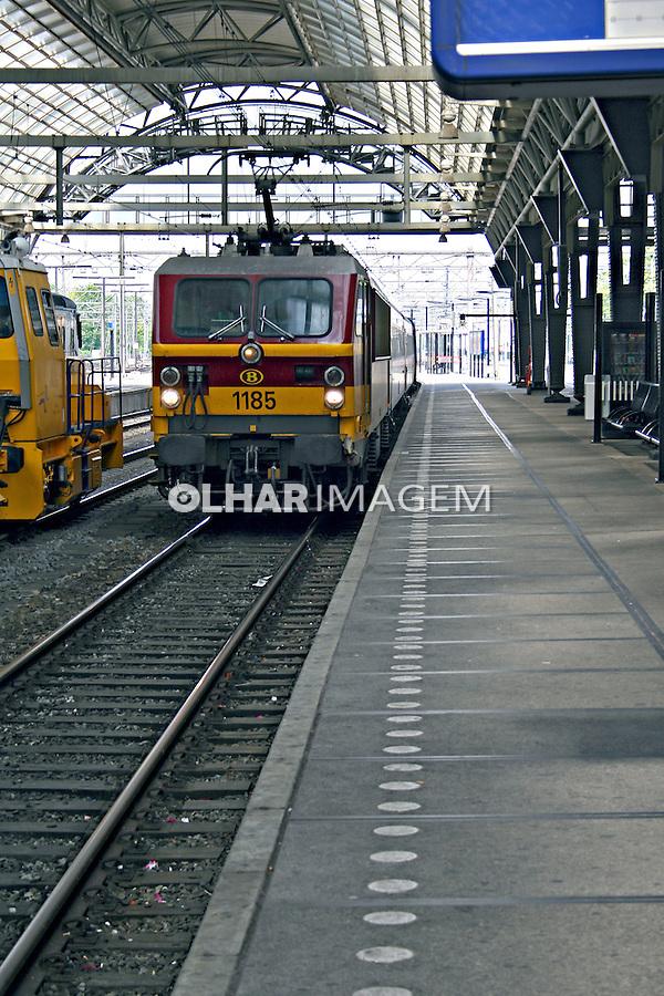 Estação de trem em Amsterdã. Holanda. 2007.  Foto:Marcio Nel Cimatti.