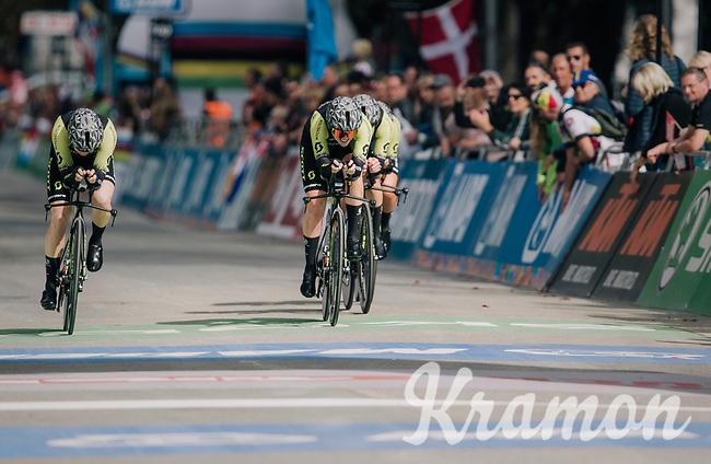 Team Mitchelton-Scott rolling over the finish line<br /> <br /> UCI WOMEN'S TEAM TIME TRIAL<br /> Ötztal to Innsbruck: 54.5 km<br /> <br /> UCI 2018 Road World Championships<br /> Innsbruck - Tirol / Austria