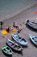 Europe/Italie/Côte Amalfitaine/Campagnie/Praiano : La plage et barques