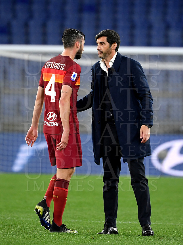Football, Serie A: AS Roma - Atalanta Olympic stadium, Rome, April 22, 2021. <br /> Roma's coach Paulo Fonseca (r) greets Roma's Bryan Cristante (l) at the end of the Italian Serie A football match between AS Roma and Atalanta at Rome's Olympic stadium, Rome, on April 22, 2021.  <br /> UPDATE IMAGES PRESS/Isabella Bonotto