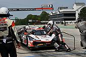 #6 Acura Team Penske Acura DPi, P: Dane Cameron, Juan Pablo Montoya pit stop.