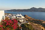 Greece, South Aegean, Cyclades, Milos island, Plaka: View over town of Plaka and Milos Bay | Griechenland, Suedliche Aegaeis, Kykladen, Insel Milos, Plaka: Blick auf Plaka und die Bucht von Milos