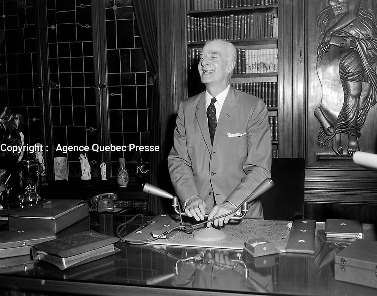 Elections provinciales - Antonio Barrette<br /> , le 22 juin 1960<br /> <br /> Photographe : Photo Moderne<br /> - Agence Quebec Presse