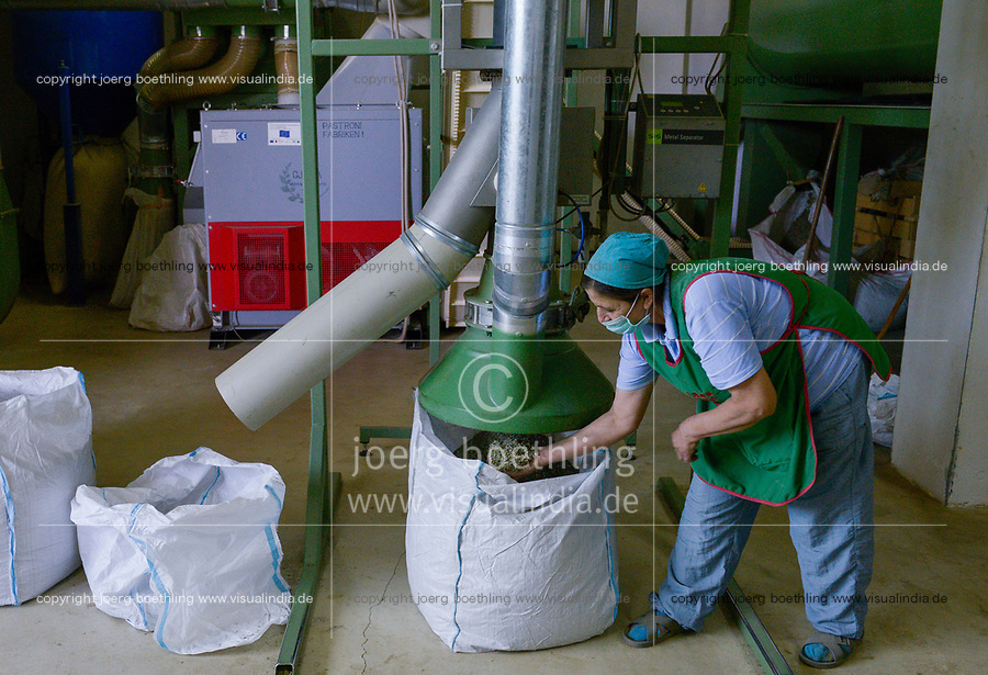 ALBANIA, Berat, processing of natural herbal and medical plants in the mountains at export company GJEDRA- medicinal and aromatic plants / ALBANIEN, Berat, Verarbeitung von Heil- und Gewuerzkraeutern fuer Export bei der Firma Gjedra