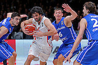 Serbia's Milos Teodosic (2ndL) vies with Czech Republic's Jan Vesely (R), Pavel Pumprla (2ndR) and Tomas Satoransky (L)  during European championship quarter-final basketball match between Serbia and Czech Republic on September 16, 2015 in Lille, France  (credit image & photo: Pedja Milosavljevic / STARSPORT)
