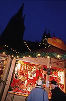 Europe/Allemagne/Rhénanie du Nord-Westphalie/Cologne: Marché de Noël devant la Cathédrale Roncalliplatz - Vue de nuit