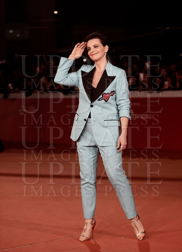"""French actress Juliette Binoche poses on the red carpet for a special screening of the movie """"The English Patient"""" during the international Rome Film Festival at Rome's Auditorium, 22 October 2016. The Film Festival celebrates one of the most beloved of Cinema History 'The English Patient' by Anthony Minghella, released twenty years ago (in 1996). <br /> UPDATE IMAGES PRESS/Isabella Bonotto"""