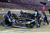 Monster Energy NASCAR Cup Series<br /> Quaker State 400<br /> Kentucky Speedway, Sparta, KY USA<br /> Saturday 8 July 2017<br /> Erik Jones, Furniture Row Racing, SiriusXM Toyota Camry pit stop<br /> World Copyright: Russell LaBounty<br /> LAT Images