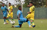 MONTERÍA - COLOMBIA ,28-04-2019: Pablo Rojas (Izq.) jugador de Jaguares de Córdoba disputa el balón con Efrain Navarro (Der.) jugador del Atlético Bucaramanga durante partido por la fecha 18 de la Liga Águila I 2019 jugado en el estadio Municipal Jaraguay de Montería . / Pablo Rojas (L) player of Jaguares of Cordoba fights for the ball with Efrain Navarro (R) player of Atletico Bucaramanga during the match for the date 18 of the Liga Aguila I 2019 played at Municipal Jaraguay Satdium in Monteria City . Photo: VizzorImage / Andrés Felipe López  / Contribuidor.