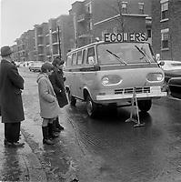 Jeune etudiants devant une camionette FORD serie E (Econoline) premiere generation, servant au  transport ecolier, en panne, avril 1967.<br /> <br /> PHOTO : Agence Quebec Presse  - Photo Moderne