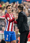 Antoine Griezmann of Atletico de Madrid shakes hands with coach Diego Simeone when he leaves the pitch during their La Liga match between Atletico de Madrid and Granada CF at the Vicente Calderon Stadium on 15 October 2016 in Madrid, Spain. Photo by Diego Gonzalez Souto / Power Sport Images