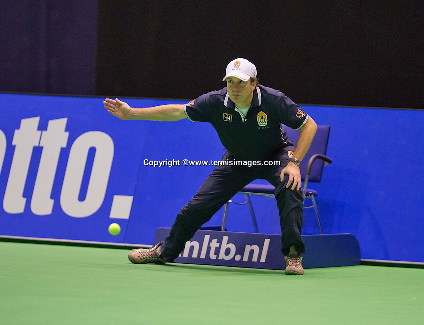 December 18, 2014, Rotterdam, Topsport Centrum, Lotto NK Tennis, Linesman<br /> Photo: Tennisimages/Henk Koster