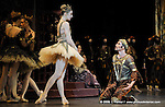 RAYMONDA..Choregraphie : PETIPA Marius,NOUREEV Rudolf.Compagnie : Ballet de l Opera National de Paris.Orchestre : Colone.Decor : GEORGIADIS Nicholas.Lumiere : PEYRAT Serge.Costumes : GEORGIADIS Nicholas.Avec :.GILLOT Marie Agnes:Raymonda.LE RICHE Nicolas:Abderam.Lieu : Opera Garnier.Ville : Paris.Le : 30 11 2008.© Laurent PAILLIER / photosdedanse.com