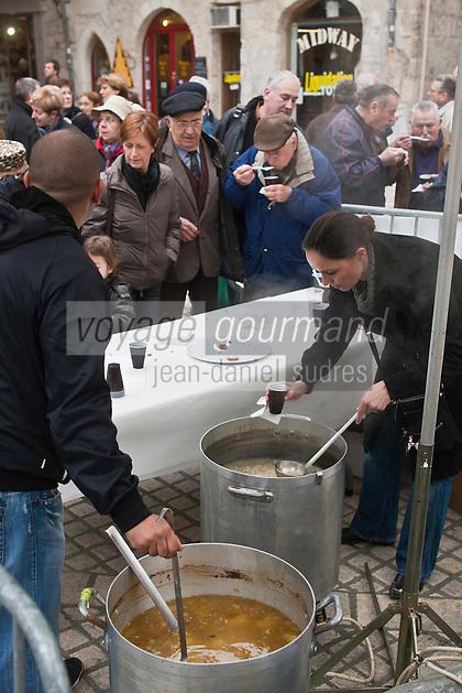 Europe/France/Aquitaine/24/Dordogne/Périgueux: Lors du Marché au gras, vente de Soupe aux couennes et aux haricots