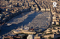 France, Marseille, Vieux Port, Moored sailboats in harbour, aerial view (Licence this image exclusively with Getty: http://www.gettyimages.com/detail/sb10066434b-001 )