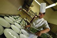 Cuochi preparano il cibo. Chefs prepare the food...Villa Grazioli è un raffinato albergo della catena internazionale Relais & Chateaux..Fu costruita dal Cardinale Antonio Carafa nel 1580 e racchiude tra le sue mura opere d'arte dei maestri del XVI e XVII secolo, Ciampelli, Carracci e G.P. Pannini. .Villa Grazioli is a sophisticated international hotel chain Relais & Chateaux. .It was built by Cardinal Antonio Carafa in 1580 and contains works of art of the sixteenth and seventeenth century, of Ciampelli, Carracci and GP Pannini....