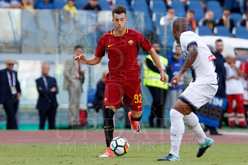 Calcio, Serie A: Roma vs Udinese. Roma, stadio Olimpico, 23 settembre 2017.<br /> Roma's Stephan El Shaarawy, left, is challenged by Udinese's Samir during the Italian Serie A football match between Roma and Udinese at Rome's Olympic stadium, 23 September 2017. Roma won 3-1.<br /> UPDATE IMAGES PRESS/Riccardo De Luca
