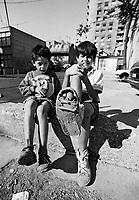 Sarajevo / Bosnia / BIH / 1994. Bambini con scarpe rotte fotografati durante l'assedio.La guerra in Bosnia ha causato 100.000 morti, di cui 3.400 bambini, migliaia sono stati mutilati e portano gravi traumi psicologici. Children with broken shoes photographed during the siege. <br /> The war in Bosnia caused 100,000 deaths,including 3,400 children,thousands were mutilated and bring serious psychological trauma.<br /> Photo Livio Senigalliesi