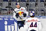 Torjubel vom Torschuetzen nMuenchens Philip Gogulla (Nr.87) und dazu kommt Muenchens Zach Redmond (Nr.44)  beim Spiel des MAGENTA SPORT CUP 2020, Adler Mannheim (blau) - EHC Red Bull Muenchen (weiss).<br /> <br /> Foto © PIX-Sportfotos *** Foto ist honorarpflichtig! *** Auf Anfrage in hoeherer Qualitaet/Aufloesung. Belegexemplar erbeten. Veroeffentlichung ausschliesslich fuer journalistisch-publizistische Zwecke. For editorial use only.