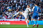 Toni Kroos (L) of Real Madrid fights for the ball with Lucas Perez Martinez of RC Deportivo La Coruna during the La Liga 2017-18 match between Real Madrid and RC Deportivo La Coruna at Santiago Bernabeu Stadium on January 21 2018 in Madrid, Spain. Photo by Diego Gonzalez / Power Sport Images