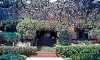 Irving Gill: Alice Lee Residence #1. 1905-06. 3574 7th Ave.--sits away at the back of the lot. (Photo 2000)