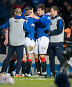 :: STEVEN NAISMITH IS CONGRATULATED BY NIKICA JELAVIC AFTER HE HEADS HOME THE WINNER ::.