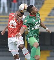 BOGOTÁ -COLOMBIA, 02-04-2016. William Tesillo (Izq.) jugador de Santa Fe disputa el balón con Edis Ibarguen (Der.) jugador de Patriotas durante partido entre Independiente Santa Fe y Patriotas FC por la fecha 11 de la Liga Aguila I 2016 jugado en el estadio Nemesio Camacho El Campin de la ciudad de Bogota.  / William Tesillo (L) player of Santa Fe struggles for the ball with Edis Ibarguen (R) player of Patriotas during match between Independiente Santa Fe and Patriotas FC for date 11 of the Liga Aguila I 2016 played at the Nemesio Camacho El Campin Stadium in Bogota city. Photo: VizzorImage/ Gabriel Aponte / Staff