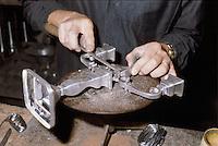 - handicraft of pewter in Brescia....- artigianato del peltro a Brescia........