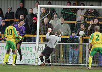 Thurrock vs Grays Athletic - 26/12/04 - Nationwide Conference South - Steve West (purple) heads home past Thurrock 'keeper Billy McMahon. Tresor Kandol (10) and Dave Collis (2) can only look on as the Grays' striker gives his side a critical 2-1 advantage - (Gavin Ellis)