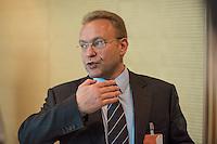 """Abgeordnete der Linkspartei im Deutschen Bundestag luden den ukrainischen Politiker Vasily Volga (im Bild) vom neugegruendeten Zusammenschluss linker Organisationen und Parteien in der """"Allianz Linker Kraefte"""" (ALK) zu einem Fachgespraech ueber die Situation in der Ukraine ein. Vasily Volga, Vorsitzender der ALK, beschrieb die weitreichenden Folgen der Privatisierungen und steigende Armut in seinem Land. Der Zusammenschluss sucht die Kooperation mit westeuropaeischen Linken, tritt fuer einen neutralen Status der Ukraine ein und fordert ein Sofortprogramm gegen die zunehmende Armut in der Ukraine. Die ALK ist in der Ukraine seit ihrer Gruendung im Fruehjahr 2016 Angriffen ausgesetzt. Vasily Volga, ehemaliger Abgeordneter der Partei """"Werchowna Rada"""", wurde bei einem dieser Angriffe selbst verletzt.<br /> 24.5.2016, Berlin<br /> Copyright: Christian-Ditsch.de<br /> [Inhaltsveraendernde Manipulation des Fotos nur nach ausdruecklicher Genehmigung des Fotografen. Vereinbarungen ueber Abtretung von Persoenlichkeitsrechten/Model Release der abgebildeten Person/Personen liegen nicht vor. NO MODEL RELEASE! Nur fuer Redaktionelle Zwecke. Don't publish without copyright Christian-Ditsch.de, Veroeffentlichung nur mit Fotografennennung, sowie gegen Honorar, MwSt. und Beleg. Konto: I N G - D i B a, IBAN DE58500105175400192269, BIC INGDDEFFXXX, Kontakt: post@christian-ditsch.de<br /> Bei der Bearbeitung der Dateiinformationen darf die Urheberkennzeichnung in den EXIF- und  IPTC-Daten nicht entfernt werden, diese sind in digitalen Medien nach §95c UrhG rechtlich geschuetzt. Der Urhebervermerk wird gemaess §13 UrhG verlangt.]"""