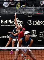BOGOTÁ-COLOMBIA, 13-04-2019: Astra Sharma (AUS) y Zoe Hives (AUS), juegan un punto en su partido contra Hayley Carter (EE. UU.) Y Ena Shibahara (EE. UU.), durante partido por la final de dobles del Claro Colsanitas WTA, que se realiza en el Carmel Club en la ciudad de Bogotá. / Astra Sharma (AUS) y Zoe Hives (AUS), play a point in their match against Hayly Carter (USA) and Ena Shibahara (USA), during the match for the doubles final of Claro Colsanitas WTA, which takes place at Carmel Club in Bogota city. / Photo: VizzorImage / Luis Ramírez / Staff.