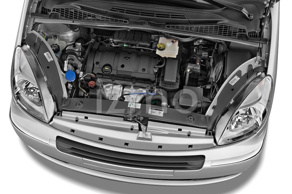 High angle engine detail of a 1999 - 2012 Citroen Xsara Picasso Mini Mpv.
