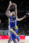 Real Madrid's Jaycee Carroll (b) and Maccabi Electra Tel Aviv's Yogev Ohayon during Euroleague match.March 27,2015. (ALTERPHOTOS/Acero)