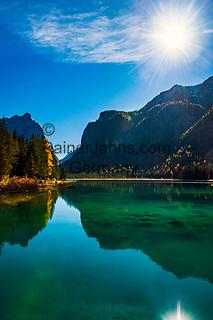 Italien, Suedtirol (Trentino-Alto Adige), Dolomiten, bei Toblach, Toblacher See im Hoehlensteintal | Italy, South Tyrol  (Trentino - Alto Adige), Dolomites, near Dobbiaco, (Lago di Dobbiaco) Lake Dobbiaco at Valle di Landro