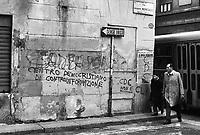 - Milan, mural writings  (1976) ....- Milano, scritte murali (1976)