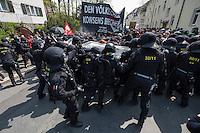 Ueber 1.500 Menschen protestierten am Sonntag den 1. Mai 2016 im Saechsischen Plauen mit Kundgebungen und einer Demonstration gegen einen Aufmarsch der Naziorganisation 3.Weg.<br /> Die Demonstration gegen den Aufmarsch wurde mehrfach von der Polizei mehrfach von der Polizei unter Einsatz von Pfefferspray und Schlagstoecken gestoppt (im Bild). Teilnehmer haetten sich durch Tuecher, Muetzen und Brillen unkenntlich gemacht, so die Polizei. Dabei wurden auch Journalisten immer wieder zum Ziel polizeilicher Massnahmen durch die saechsische Polizei und an ihrer Arbeit gehindert.<br /> 1.5.2016, Plauen<br /> Copyright: Christian-Ditsch.de<br /> [Inhaltsveraendernde Manipulation des Fotos nur nach ausdruecklicher Genehmigung des Fotografen. Vereinbarungen ueber Abtretung von Persoenlichkeitsrechten/Model Release der abgebildeten Person/Personen liegen nicht vor. NO MODEL RELEASE! Nur fuer Redaktionelle Zwecke. Don't publish without copyright Christian-Ditsch.de, Veroeffentlichung nur mit Fotografennennung, sowie gegen Honorar, MwSt. und Beleg. Konto: I N G - D i B a, IBAN DE58500105175400192269, BIC INGDDEFFXXX, Kontakt: post@christian-ditsch.de<br /> Bei der Bearbeitung der Dateiinformationen darf die Urheberkennzeichnung in den EXIF- und  IPTC-Daten nicht entfernt werden, diese sind in digitalen Medien nach §95c UrhG rechtlich geschuetzt. Der Urhebervermerk wird gemaess §13 UrhG verlangt.]