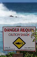 France, île de la Réunion, Saint Joseph, Manapany les Bains, Panneau d'avertissement, danger requin // France, Ile de la Reunion (French overseas department), Saint Joseph, Manapany les Bains:  warning sign ; caution shark